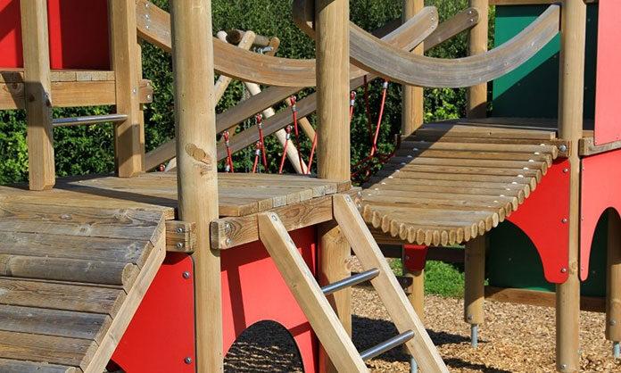 Czym powinny cechować się drewniane place zabaw dla dzieci